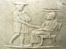 XAIPE -  starogrčki  pozdrav  čita se HAIRE  a znači